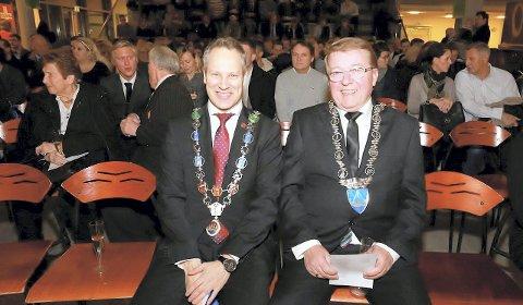 God stemning: Ordførerne Jon-Ivar Nygård, Eivind Borge (til høyre) og René Rafsol (innfelt) har luftet alt av fordeler og ulemper med en eventuell sammenslåing. De vil alle få mer robuste fagmiljøer. Samtidig er de to minste kommunene opptatt av ikke å «drukne» i en stor organisasjon, men at lokale spørsmål som boplikt på Hvaler eller næringssatsing i Råde fortsatt skal stå på sakskartet. – Jeg ser både fordeler og ulemper, men går i dette med et åpent sinn, sier Rafshol.foto: Harry Johansson