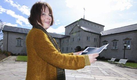 FINT INNSPILL: Konstituert biblioteksjef Hanne Utne synes det er artig med Haris Ramics idé om å bygge inn borggården.Foto: Thomas H. Arntsen
