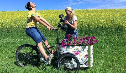 Hageprogrammet til NRK1 som skal vises i 2017 er allerede ferdig filmet. Bak produksjonen står fotograf Camilla Næss og programleder Heidi Sivertzen-Oksmo. Alle foto: NRK
