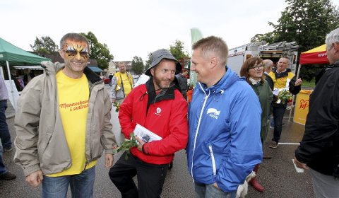 KrFs Jan Helge Aker (fra venstre) sammen med Aps Jarle Tranøy og Høyres Rene Rafshol i valgkampen i 2015. Tranøyog Arbeiderpartiet stemte i mot budjettforslaget fra den utvidede posisjonen som bestod av Høyre, FrP, Venstre, KrF og Sp.