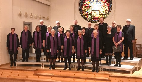 Gressvik kirkekor liker å strekke seg etter nye utfordringer. Nå med swingende jazz på gudstjeneste!