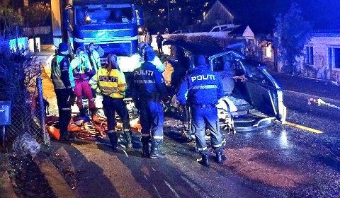APENES: Torsdag morgen var det en alvorlig trafikkulykke i Falkenstensveien. Gata ble sperret i noen timer, og trafikken ble dirigert andre veier.