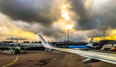 ØKER TRAFIKKEN: Sandefjord lufthavn Torp håper å starte opp flere flyvninger i mars. Bildet er tatt før pandemien kom, i en tid flytrafikken på Torp var i jevn økning.