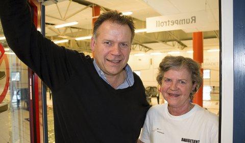 GRATIS I PÅSKEN: Svein Olav Lund og Ragnhild Ullerlien inviterer til gratis bading i Kongsbadet for barn og unge under 16 år i påskehøytiden.