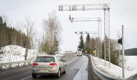 BOMSTRID: Viken fylkeskommune vil ikke lenger ha noe garantiansvar for dagens motorvei om det blir fritak og reduserte takster på sideveiene.