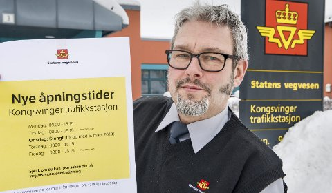 STENGER: Statens vegvesen stenger Kongsvinger trafikkstasjon på onsdager fra og med 6. mars. Kontorsjef Pål Anders Gjertsen og hans medarbeidere skal bruke mer tid på blant annet kontrolloppgaver.