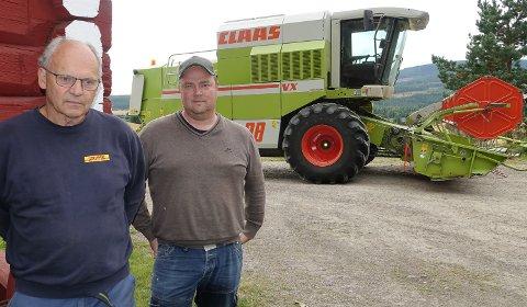 PREGET: – Vi er sterkt  preget av det som skjedde. Nå må vi bare trå til og hjelpe, sier leder i Våler Bondelag, Terje Hagen, til venstre, og  bonde Ole Petter Venstad.
