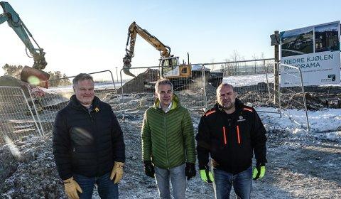 I GANG: Byggingen av Nedre Kjølen Panorama er i gang. Utbyggerne er fra venstre Ole Peder Berggren,  Per Otto Sletten og Erik Holtet.