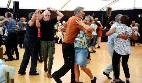 Dansen går på landsfestivalen i gammaldansmusikk.