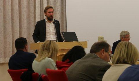 FIKK GJENNOMSLAG: Lasse Lehre (H) møtte ingen motstand da han talte hugleikens sak, uavhengig av høy alder, i kommunestyret torsdag kveld.