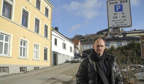 BOLIGSONE: Skilt kom opp i mai og de nye reglene ble håndhevet fra 1. juli i fjor. – Problem med fornyelse av kort vil vi løse til folks beste, sier Ulf Ellingsen.