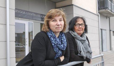 ROPER VARSKU: Sidsel Skaug (t.v.) og Bente Helle Quanfouh i Fagforbundet i Halden er bekymret for situasjonen. De mener at grunnbemanningen er så lav at kommunen er nødt til å bryte arbeidstidsbestemmelsene for å få det til å gå rundt.Foto: Morten Ulekleiv