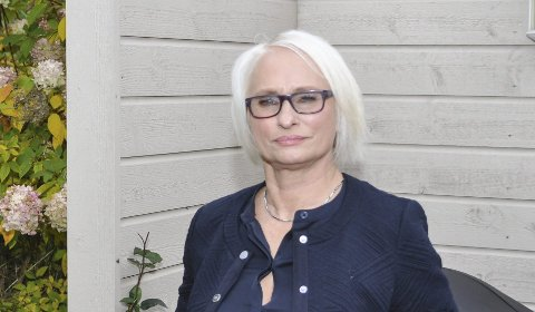 TILBAKEVISER KRITIKK: Elin Lexander, leder i Halden Høyre, tilbakeviser kritikken fra Frp-lederen i Halden. – Vi er verken sure eller fornærmet på at Elisabeth Giske returnerer til Arbeiderpartiet, sier hun.