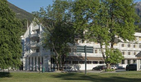 Hotellet i Kinsarvik må utsetja sesongopning til mai fordi dei har fått avbestillingar frå grupper på grunn av koronaviuruset.