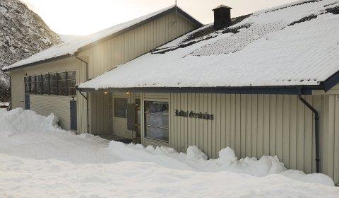 Røldal Grendahus: Bygdekinoen er den einaste omreisande kinoen i landet, og har 168 ulike spelestader, som gymnastikksalen i Røldal grendahus.foto: kristin Eide