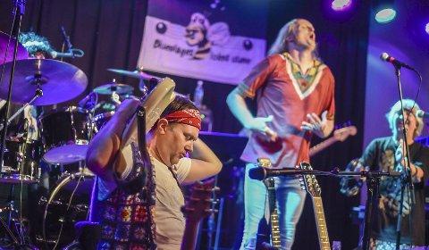 Iris Scene: Håkon Widding, med gitaren bak nakken, og Geir Mæhle er blant musikerne på scenen lørdag 16. mai. Arkvifoto: Eli lUnd