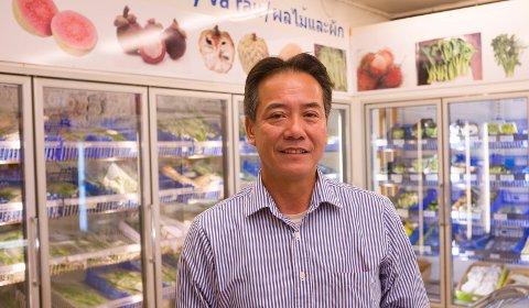 FERSKVARER: Pham Minh Hoang importerer varer fra mange land. Det meste fra Asia, også det som fyller kjøleskapene.
