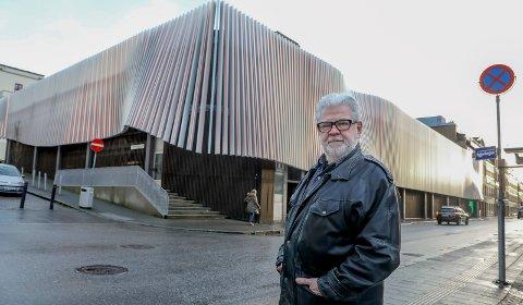 BRANNSIKKERHET: I etterkant av parkeringshusbrannen på Sola, har daglig leder Tor Otto Nilsen i Haugesund Parkering Drift AS gått gjennom parkeringsselskapets rutiner for de to parkeringshusene i Haugesund sentrum.