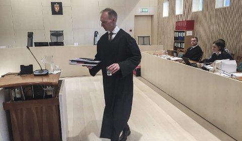STRAFFSKYLD: Statsadvokat Erik Thronæs hadde en svært grundig gjennomgang av påtalemyndighetens bevisbyrde og understreket at retten må være sikker ut over enhver rimelig tvil på at de tiltalte er skyldig etter tiltalen, for å kunne dømme dem. Bilder: Rune Pedersen