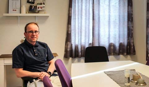 UKJENT: Fungerende kommuneoverlege Kjell Nystuen forteller at smitteveien er fremdeles ukjent, siden det ikke er noen nye positive tilfeller etter testinga i Vefsn.