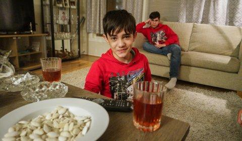 FØLELSER: - Å spille var ikke vanskelig. Jeg bare gjorde som Nadine sa, følelsene hadde jeg inni meg fra før. Zain Al Rafeaa (14), Hosein (16). Nå er dramet hvor han har en hovedrolle nominert til Oscar.