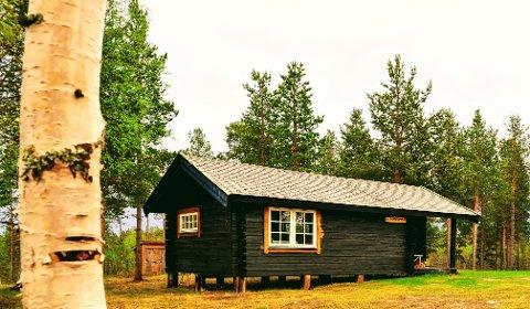 NYTT TILSKUDD: Denne hytta ved Ellentjern i Pasvik er det nyeste tilskuddet blant FeFos utleiehytter.