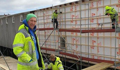 VIL SI FRA: Jørn Jensen i Vardø reagerer sterkt på hensettelse på søppel.