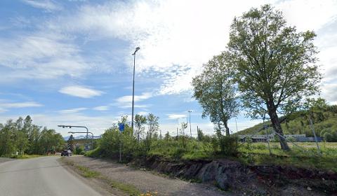 En strekning i Steinveien ved Kanebogen skole er tidligere forsøkt opplyst ved å la stadionlys stå på om vinteren.