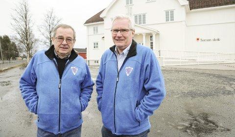 Bekymret: Per Hannaseth (t.v.) og Øivind Dahl frykter negative konsekvenser for lokalmiljøet om Sørum skole legges ned. Foto: Anita Jacobsen