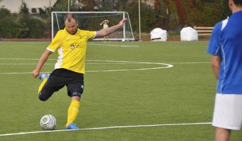 Tungt skyts: Frispark er ofte mål når Håvard Kleven skyter. Her utlikner han til 2-2 i høstens lokalderby mot Sannidal. Arkivfoto: Per Eckholdt