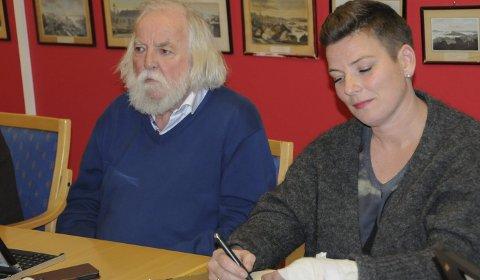 KRITISKE: Johan Tønnes Løchstøer var kritisk til at er forsikringsselskap er på vei til å leie hele Jernbanebygget, mens Henriette Fluer Vikre etterlyste en debatt om kommunens rolle som utleier av næringslokaler i konkurranse med private aktører.