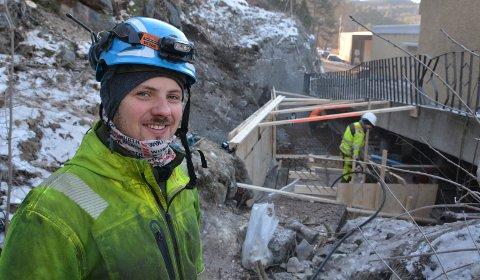 B45: Tellef Farsjø jr. er daglig leder for det nystartede betongfirmaet B45 Anlegg i Kragerø. Han eier firmaet sammen med Kjell Ivar Thoresen, som ikke var til stede da bildet ble tatt. Thoresen tar over som daglig leder fra april. Klikk på pila eller sveip for å se flere bilder.