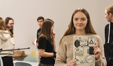Avgangselev og russ, Synne Haavik, var glad for dei nynorske strykemerka, og håpar at dei skal bidra til å spreia bodskapen om at nynorsk er eit kult språk.