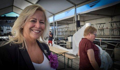 SPENT: Janne Johansen, hotellsjef ved Quality Grand, sier at de prøver ut et VIP-område i år og ser om folk vil like det.