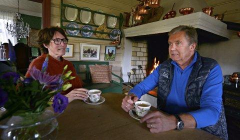 Mange tanker: Jona og Olav Evju har sittet mange timer rundt det gedigne kjøkkenbordet for å planlegge neste fase av livet.