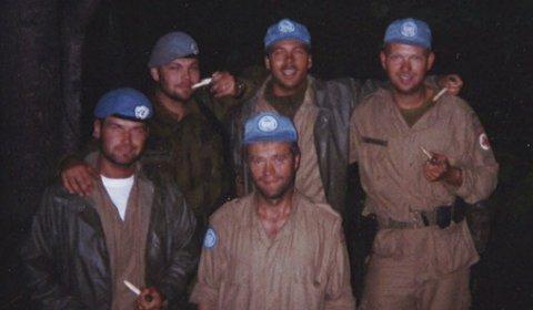 Skyttergrav: Da FN-leiren ble bombet måtte Kåre Brandt og de norske FN-soldatene grave skyttergraver ute i terrenget utenfor Gorazde.
