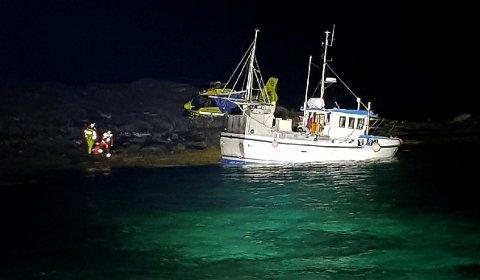 Føreren av båten klarte å gå båten inn i en vik på en av holmene i Svellingan.