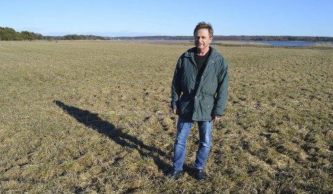 Økologisk: På dette jordet ved Kurefjorden produserer Astri Garmo Guren og Per Guren økologisk for. Foret går til økologisk melkeproduksjonen en gård i nærmiljøet, og Guren får gjødsel tilbake.