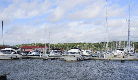 POPULÆR HAVN: Båtfolk fra store deler av Norge og flere europeiske land velger å ta noen døgn i Son.  FOTO: ÅSMUND  LØVDAL