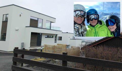 Kristin (45), Bjørn Tommy (42) og sønnen Emil (15) har smått begynt å flytte inn i deres nye hjem i Nedre Granåslia. - Emil er også fornøyd, han får blant annet et eget bad, sier pappa Bjørn Tommy