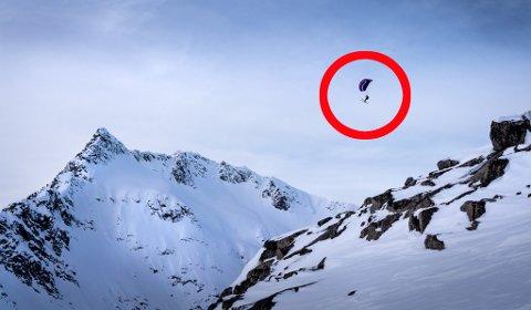 LUFTIG SKITUR: Slik kan man ofte se Gabor Magyari fly ned fra fjelltoppene rundt Tromsø by, med skiene festet på beina. 38-åringen sier han før var livredd for å fly, men det har åpenbart gått over.