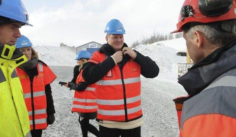 I vinden: Samferdselsminister Ketil Solvik-Olsen under øst-vest-befaringen på Filefjell i fjor vinter. Nå går diskusjonen om en reststrekning på E16 over Filefjell høyt på Facebook.Foto: Ingvar Skattebu