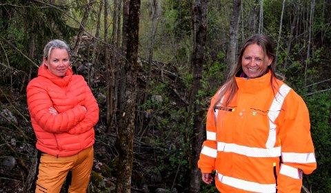 RYDDET OPP: Lise Røise (t.v.) og ektefellen ryddet opp i tidligere generasjoners forsøpling før klima- og miljørådgiver Inger Lise Willerud rakk å gi dem pålegg om det.
