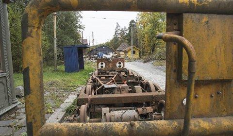 Parkert: Lokaltrafikkhistorisk foreningen startet jobben med å få et sporveismuseum ved Tusenfryd på Vinterbro i 1971. Men det har ikke gått som på skinner, og nå avventer foreningen hvilken innvirkning ny E18 vil ha for anlegget. Alle foto: Kari Kløvstad