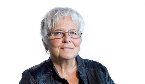 FALLER MELLOM TO STOLER: Ann Kristin Krokan frykter alt flere er i samme situasjon som henne. De mellom 65 og 75 år med underliggende sykdommer blir ikke prioritert.
