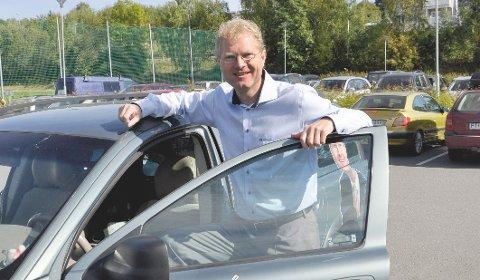 NEI TAKK: Tor André Johnsen (Frp) sier nei takk til DAB-radio. Han vil bare høre på nærradioer framover. (Foto: Gaute Freng)
