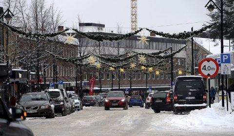 LYSPUNKT: I Elverum kan man glede seg over ny julegate i år – kanskje et tegn på lysere tider. Folketallet i 2018 er beregnet å skulle øke med marginale 0,5 prosent. Foto: Anita Høiby Gotehus