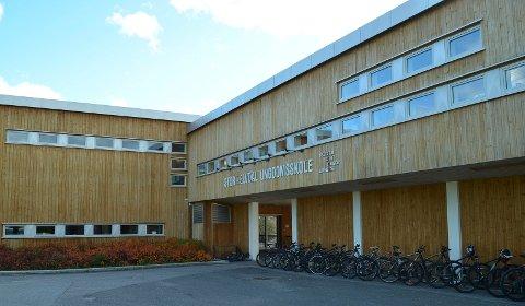 IKKE NOE SVØMMETILBUD: Stor-Elvdal ungdomsskole har ikke noe svømmetilbud så lenge svømmebassenget er stengt. (Foto: Bjørn-Frode Løvlund)