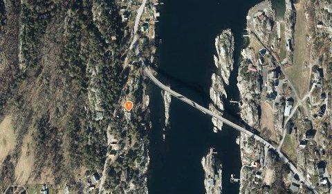 Her i Ødekjære ut mot Røssesundet ligger fritidseiendommen der det er ønske om nye trapper i 100-metersbeltet.