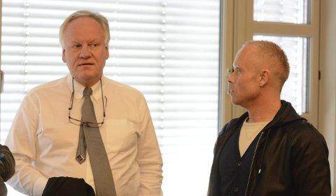 ANNEN STEMNING: Sigurd Klomsæt var svært delaktig i at stemningen ble en smule mer intens under ankesakens første dag enn det rettssaken i tingretten tidligere var. Også den tiltalte eks-politimannen sørget helt klart for det.